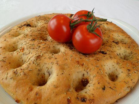 Stevia Focaccia met zongedroogde tomaten